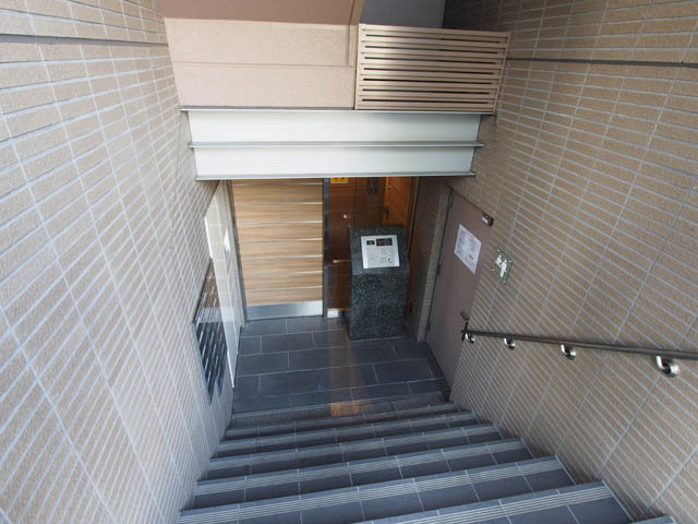 オープンレジデンシア小石川三丁目のエントランス