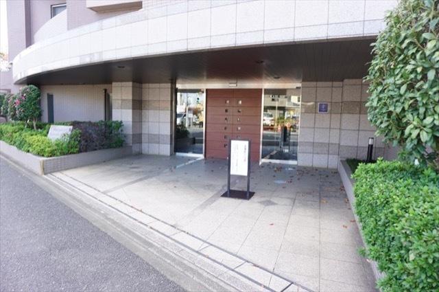 パルミナード武蔵新城2番館のエントランス