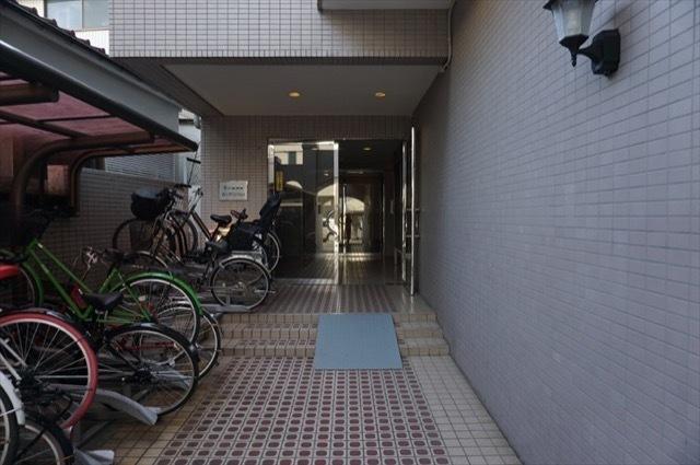 横浜阪東橋ガーデンハウスのエントランス
