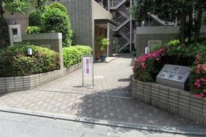 朝日クレスパリオ北新宿のエントランス