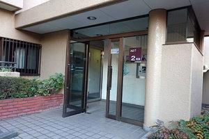 多摩川ハイム2号棟のエントランス
