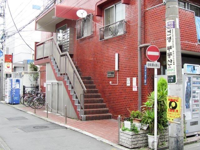サンライズ新宿のエントランス