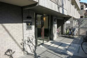 ルーブル渋谷本町のエントランス