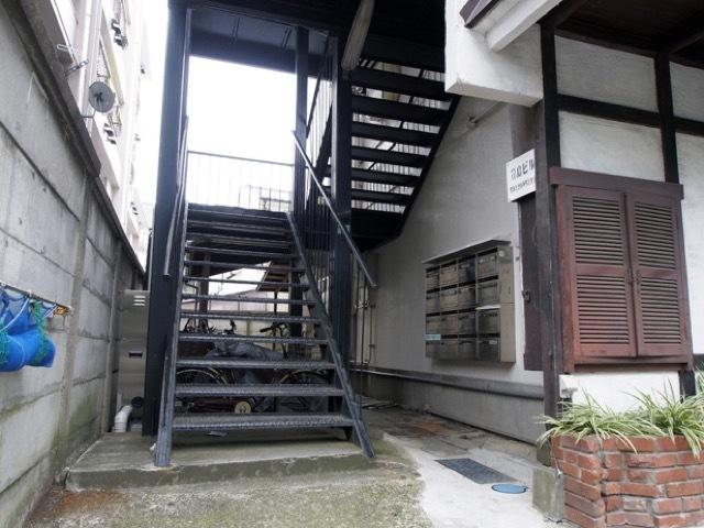 豊島ビルのエントランス