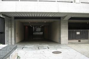 グランドメゾン神宮前のエントランス