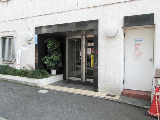 ヴェラハイツ新宿のエントランス