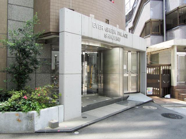 エバーグリーンパレス新宿のエントランス