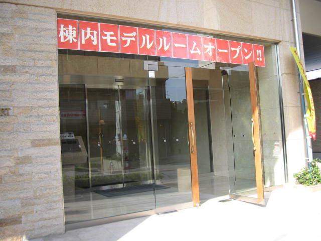 アパガーデンコート綾瀬のエントランス