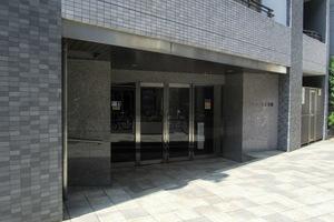 プレジール北新宿のエントランス