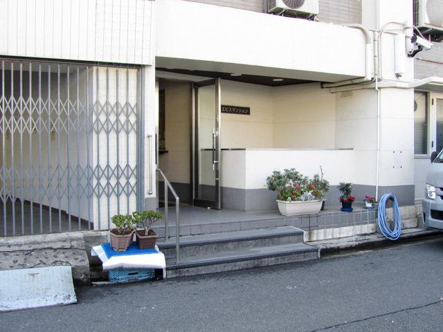 恵比寿マンション(渋谷区)のエントランス