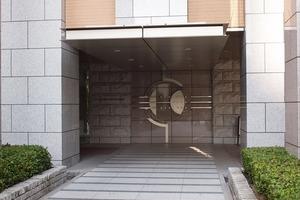 プラウドタワー千代田富士見のエントランス