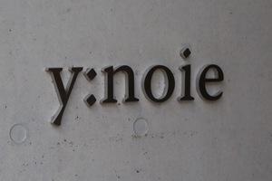 y:noie(ワイノイエ)の看板