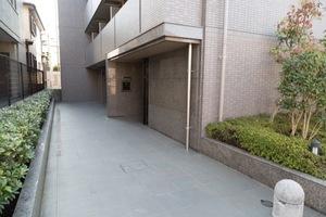 ルーブル荻窪参番館のエントランス