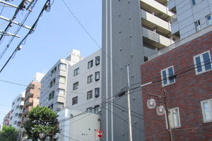 アデッソ新宿若松町の外観