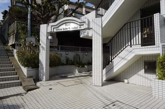 ニックアーバンハイム東寺尾中台(A棟・B棟)のエントランス