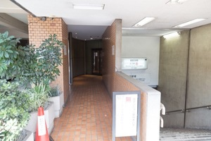 陽輪台高円寺のエントランス