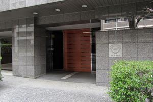クレッセント渋谷神泉のエントランス