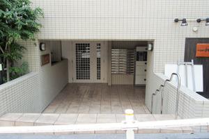ホームズ飯田橋のエントランス