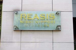 レアシス西日暮里の看板