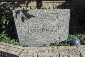ファミールグラン神宮前の看板