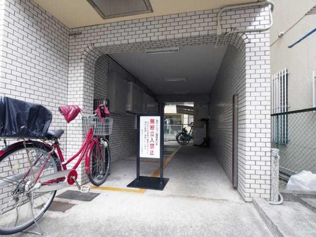 東長崎センチュリー21のエントランス