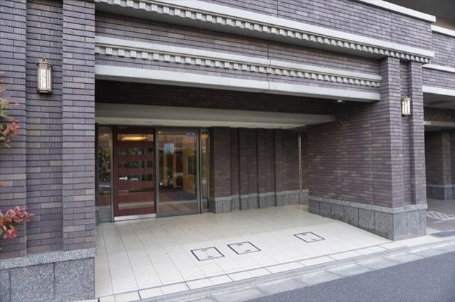 ナイスシティアリーナ横浜弘明寺のエントランス