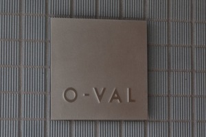 OVALの看板