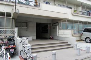 オサダ西新宿マンションのエントランス