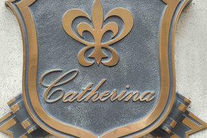 カテリーナ両国の看板