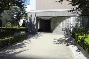 コスモお花茶屋3番館のエントランス