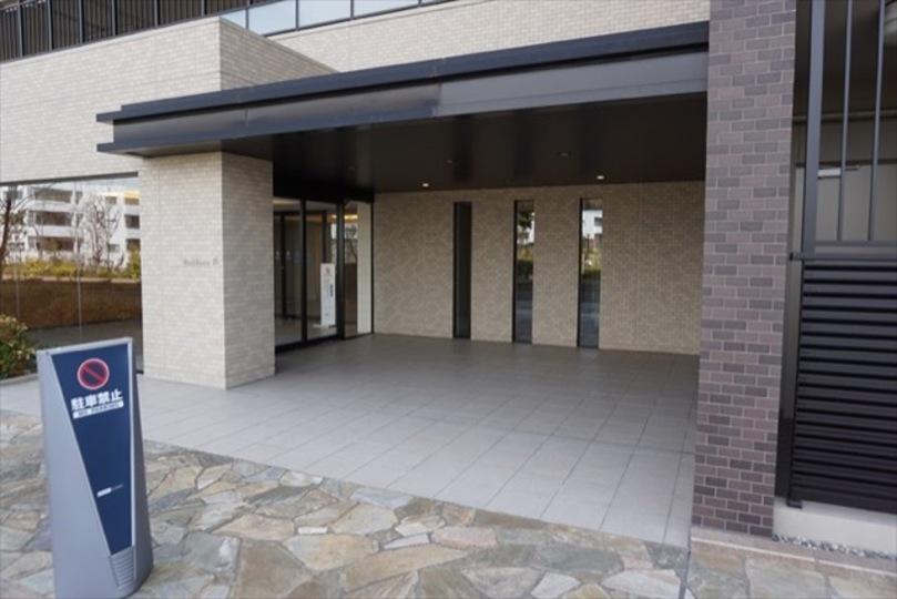 ブリリアシティ横浜磯子(A〜H棟)のエントランス
