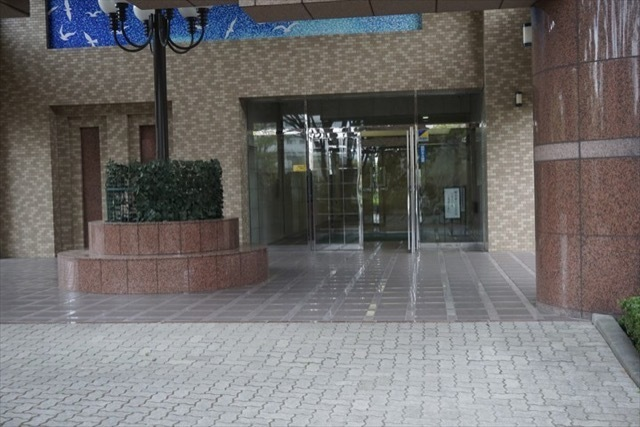 ローヤルシティ鴨居3番館のエントランス