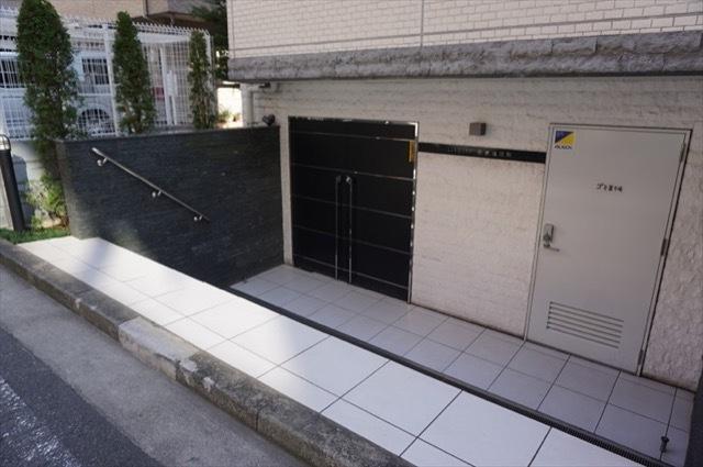リヴシティ横濱新川町のエントランス