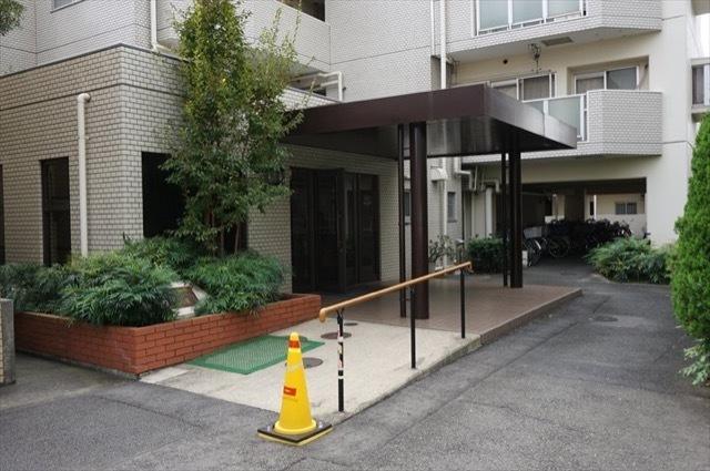ニックハイム新川崎のエントランス