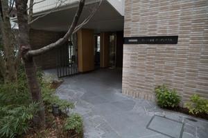 プラウド経堂ガーデンテラスのエントランス