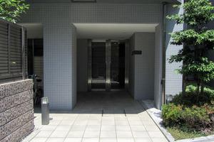 宮庭東新宿ビルのエントランス