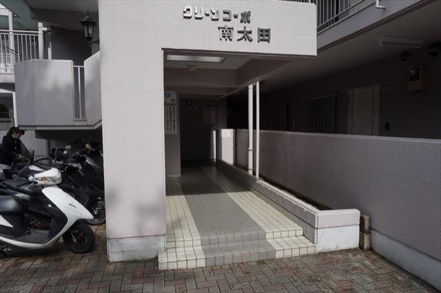 グリーンコーポ南太田のエントランス