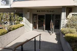 桜丘フラワーマンションのエントランス