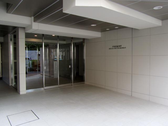 プレミスト新宿都庁前のエントランス