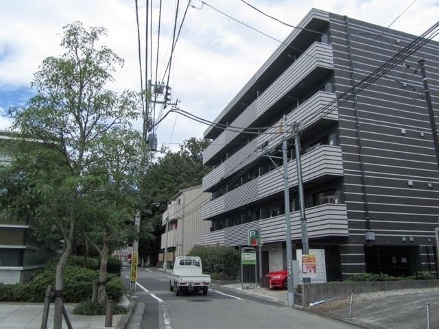スパシエ新宿哲学堂公園の外観