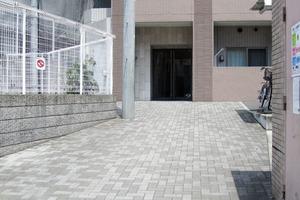 ドルチェ東新宿のエントランス