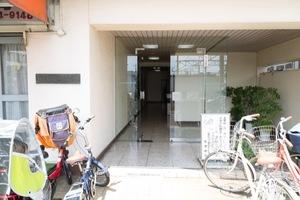 下井草ワコー第6マンションのエントランス