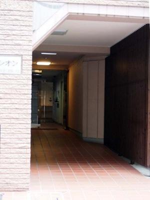 中銀新川マンシオンのエントランス
