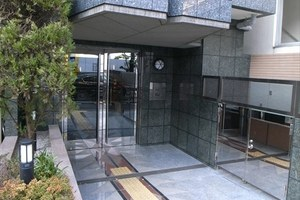 パレステュディオ御茶ノ水湯島駅前のエントランス