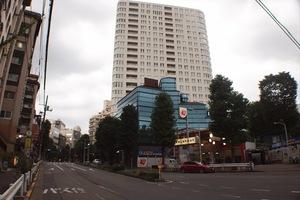 青山ザタワーの外観