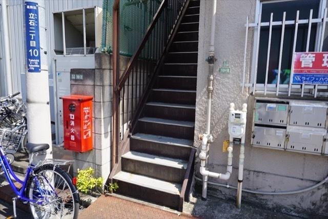 石川マンションのエントランス