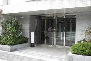 ラコント新宿セントラルパークアパートメントのエントランス