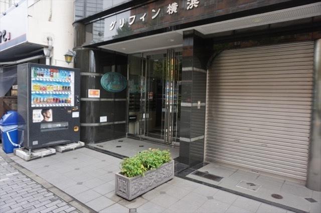 グリフィン横浜東口のエントランス
