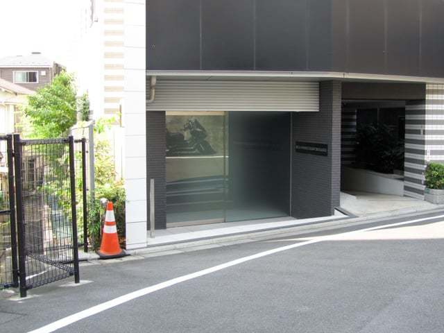 アジールコフレ渋谷神泉のエントランス