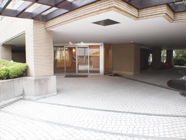 青山北町パークマンションのエントランス